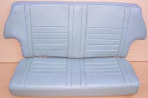 Rücksitzbank Mini MK1 grün (durch die Sonne grau verfärbt, im Original nicht ganz so extrem wie auf dem Foto).In Gutem Zustand ohne erkennbare Beschädigungen.Preis 154,70 Euro.